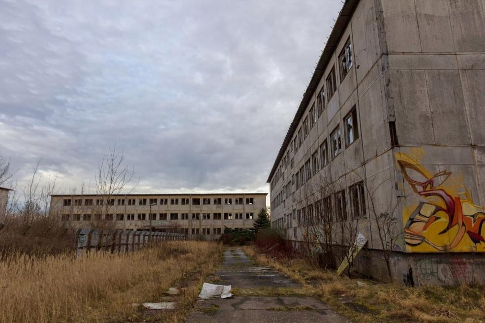 https://inthecornermumblinganddrooling.files.wordpress.com/2014/06/56e52-volkspolizeikaserne_blankenburg_abandoned_police_barracks_berlin-2293.jpg